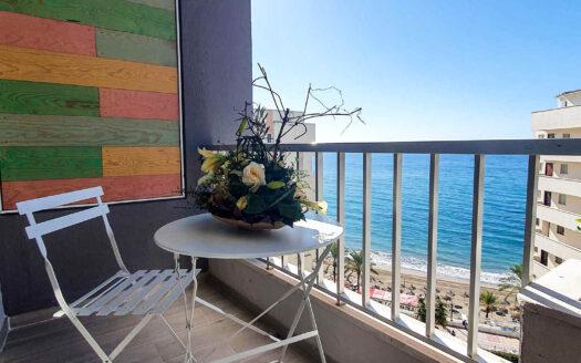 Moderno Estudio en Primera Línea de Playa en Marbella